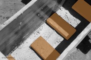 7) Place the bricks according to Your pattern Colocación de los ladrillos según la posición preestablecida